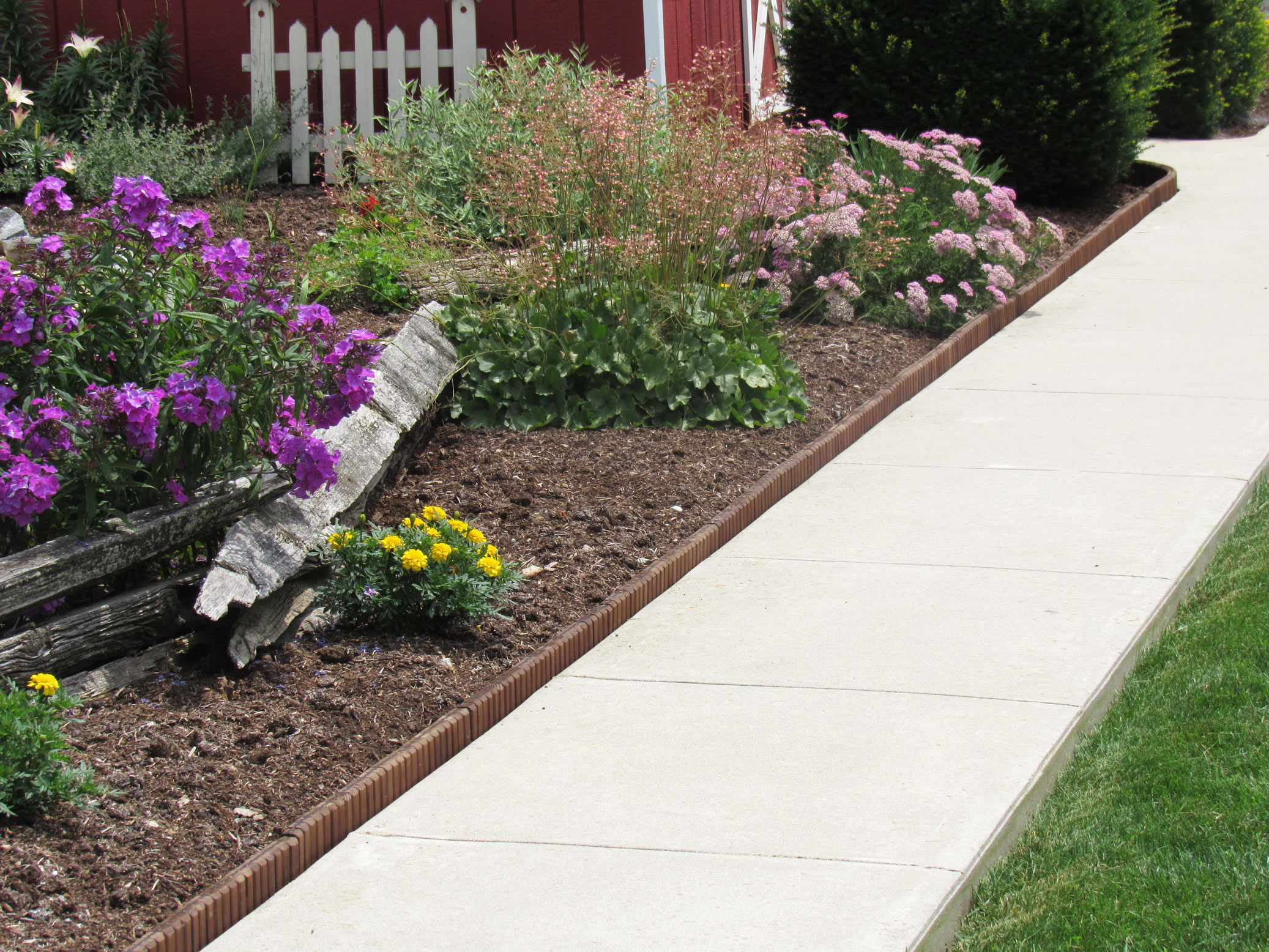 Garden Borders and Edging Ideas - Top 3 Ideas - Eco-Green ... on Backyard Border Ideas id=91965